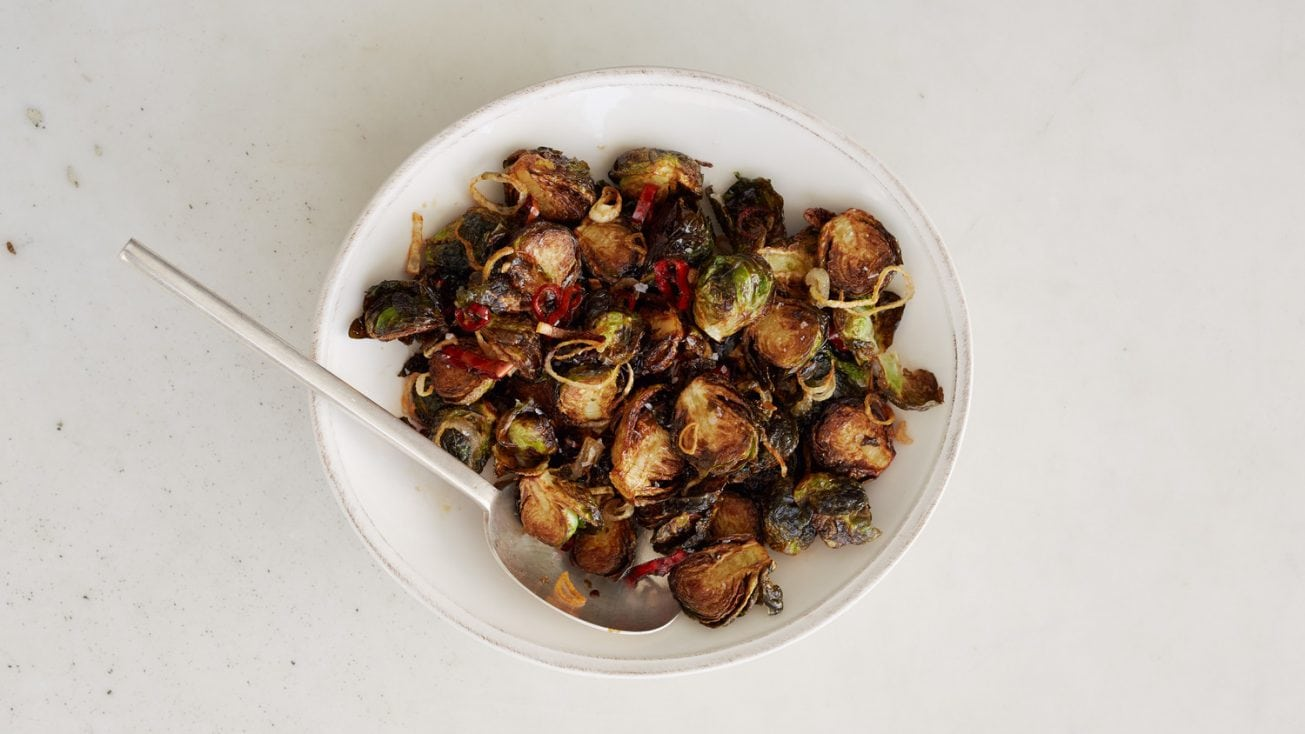 RECIPE – CRISPY ROASTED BRUSSELS SPROUTS (THAT TASTE LIKE THE A RESTAURANTS)